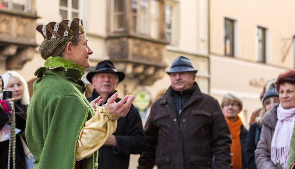 Herzogin Agnes führt durch die Stadt - Tourismus in Deggendorf