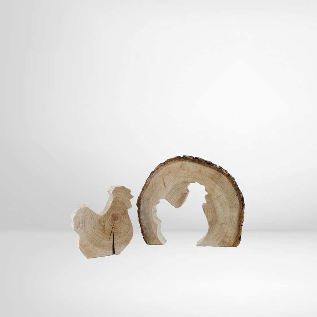 Baumscheibe mit einem ausgeschnittenen Motive (Hahn) aus dem Regionalshop Deggendorf