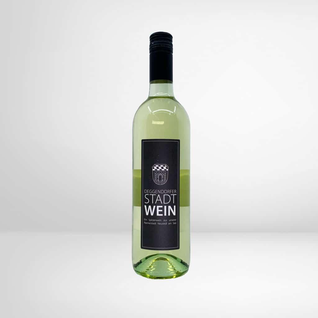Eine Flasche Deggendorfer Stadtwein - Weißwein, Welschriesling 2019 aus Neusiedl am See - Österreich