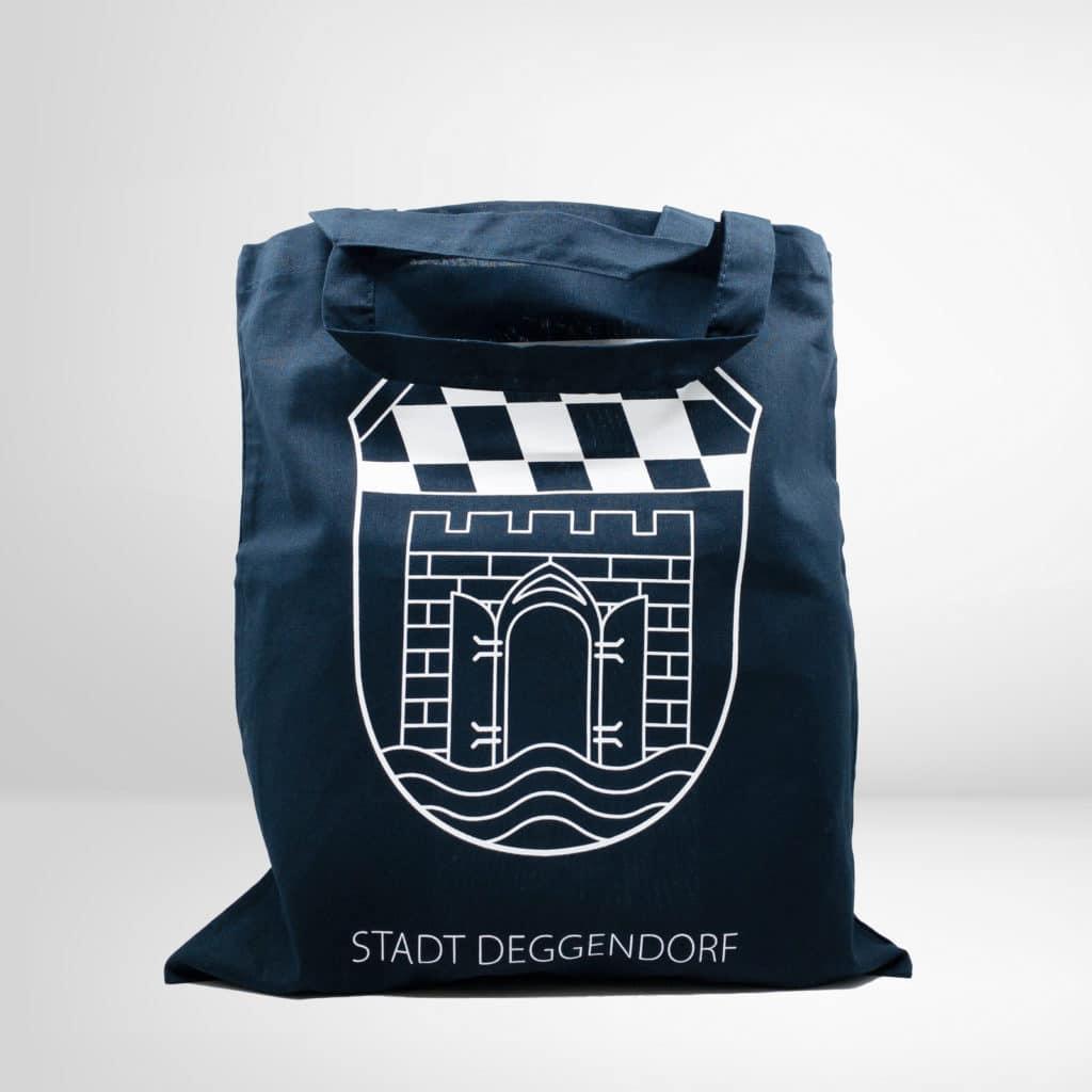 Dunkelblaue Stofftasche mit den Wappen von Deggendorf aus dem Regionalshop Deggendorf